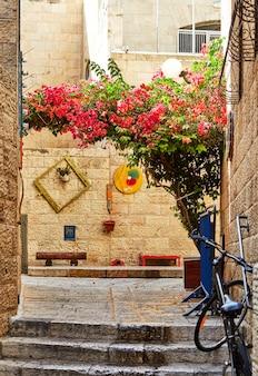 エルサレムのユダヤ人街の古代の路地