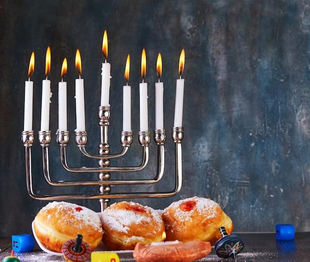 ユダヤ人の祝日のハヌカの背景