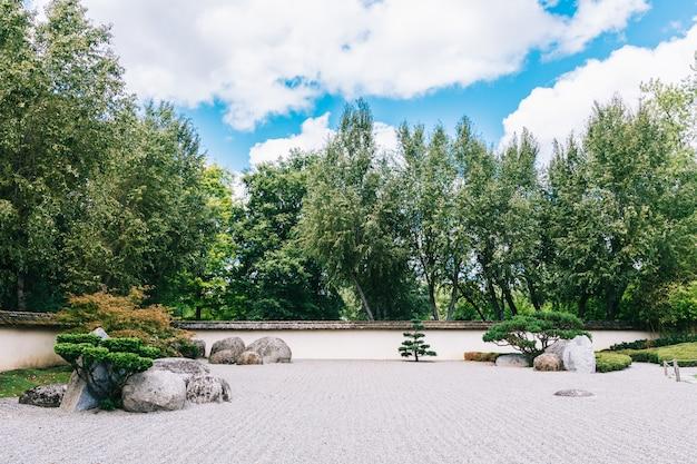 Японско-ботанический сад в тулузе, французский розовый город
