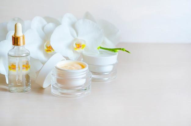 美しさ。スキンケア用の天然化粧品。顔と体のスパトリートメント。