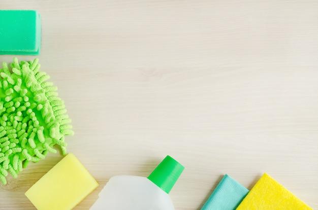 緑の洗剤とクリーナー