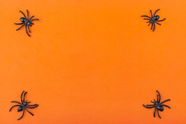 ハロウィーンの装飾:スケルトン、クモ、オレンジ色の背景上のワーム