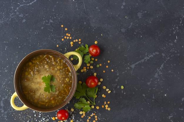 伝統的なトルコのレンズ豆のスープ。自家製のベジタリアンスープ
