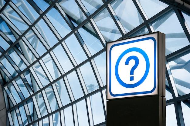 情報サインと空港でのお問い合わせ