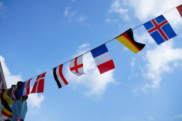 ロンドンのレストランとパブでイギリスとイギリスの国旗