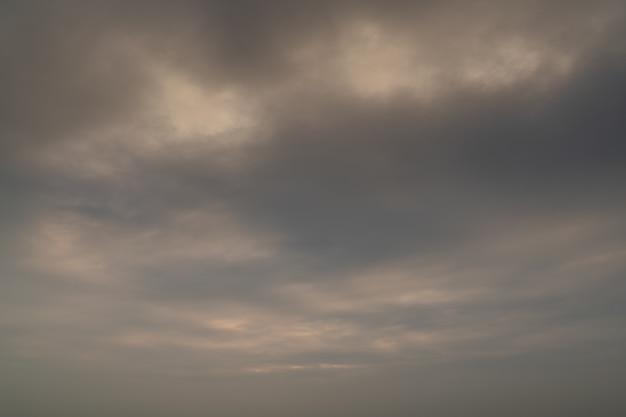 曇り夕焼けの背景