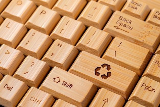 Значок корзины на клавиатуре компьютера для и эко концепции