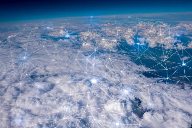 空のネットワークとクラウドのコンセプト