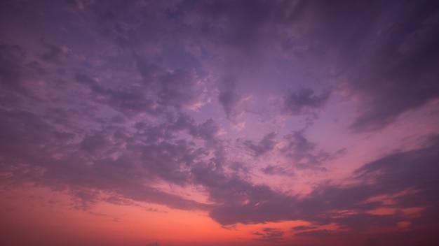 夏の雲と晴れた空と夕焼け空