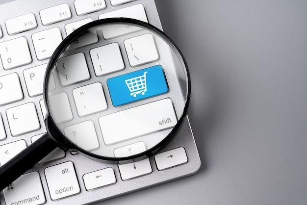 Интернет-магазин и бизнес значок на ретро компьютерной клавиатуре