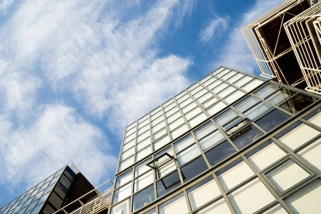 英国ロンドン市の高層ビルの営業所の窓