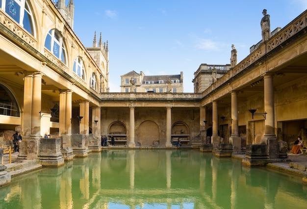イギリス、バースのローマ浴場の眺め