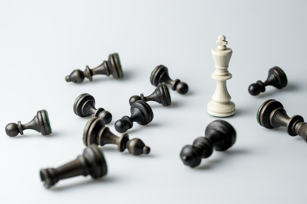 Шахматная фигура, бизнес-концепция стратегии, лидерство, команда и успех