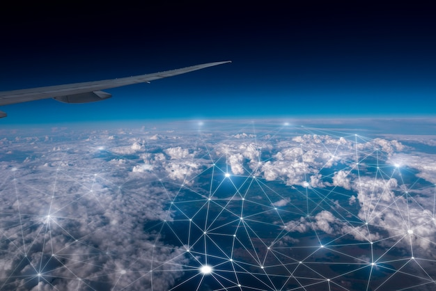 Сеть и облачные концепции в небе
