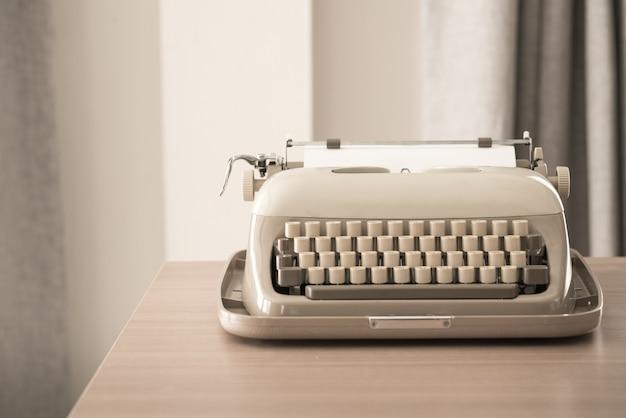 レトロスタイルのタイプライター