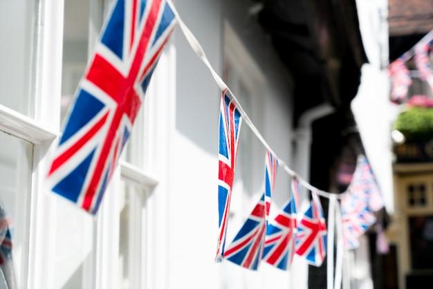 レストランとパブ、ロンドンでイギリスとイギリスの国旗