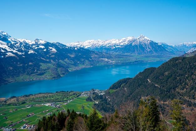 インターラーケン市とスイス、ユングフラウ