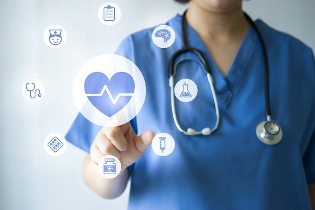Доктор медицины и медсестра работает с медицинскими иконками