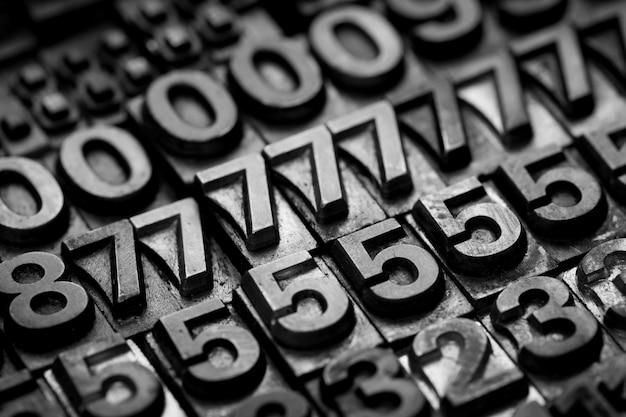 ビンテージ活版アルファベットと数字の背景