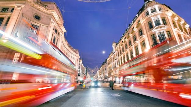 オックスフォード通り、ロンドン、クリスマスの日にショッピング
