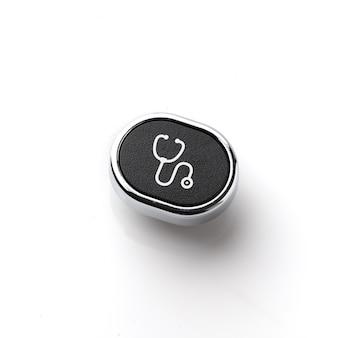 レトロ&ビンテージスタイルのキーボード上の医療アイコン