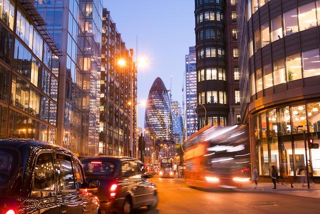 ロンドンのオフィスビルの高層ビル、ワーキング&ミーティング