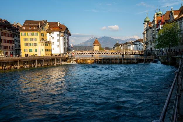 スイス、ルツェルンのチャペルのダムのダム