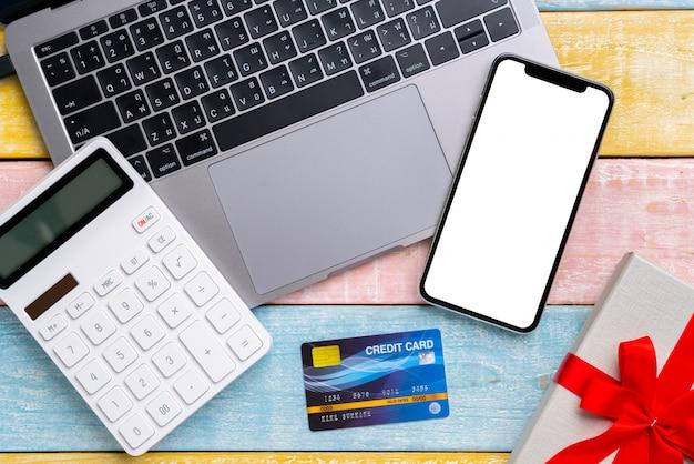 ショッピングカートの上面とオンライン決済の概念
