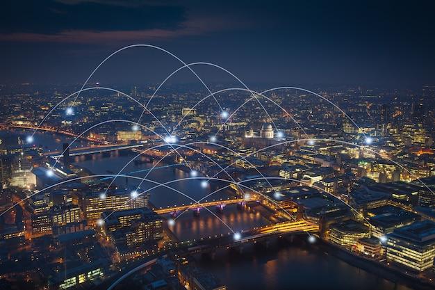 ネットワークと将来の概念のためのロンドンオフィスビル