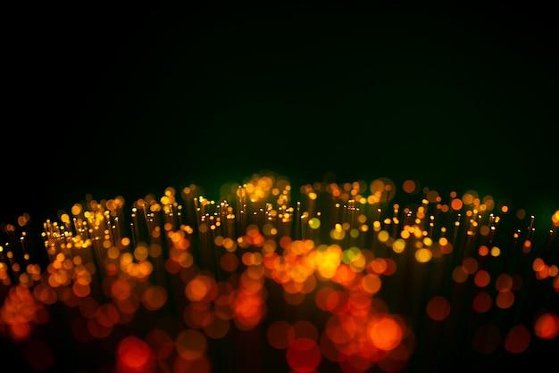 ネットワークおよびソーシャルメディアの概念のための光ファイバーケーブル