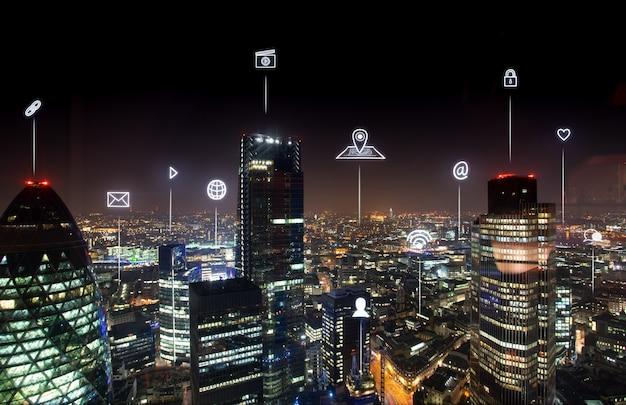 ネットワークと未来のためのロンドンのオフィスビル