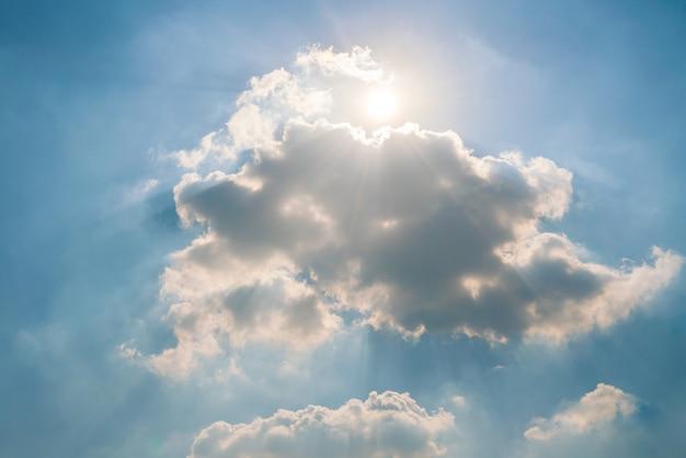 晴れた空と雲