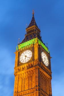 Бигбен и здание парламента в лондоне, англия, великобритания