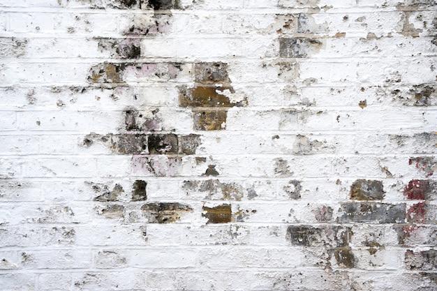 汚れたレンガの壁