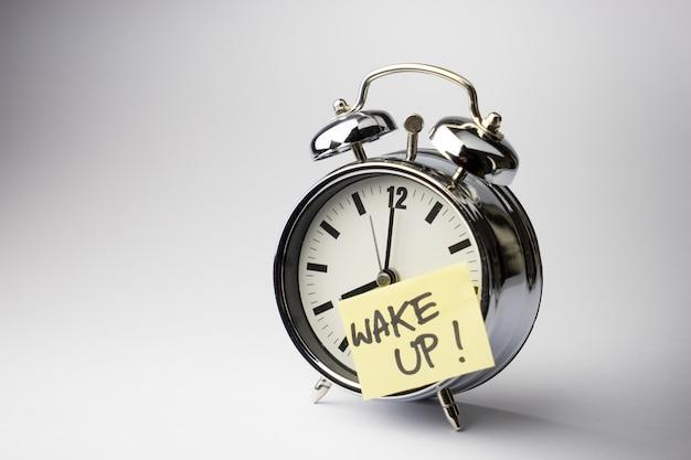 白の付箋紙メモ付き目覚まし時計