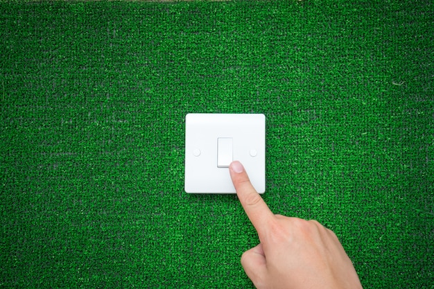 グリーンエネルギー概念の電気スイッチ