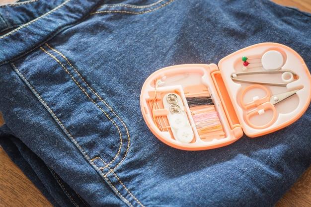 縫製ツールキットはジーンを修正する準備をする