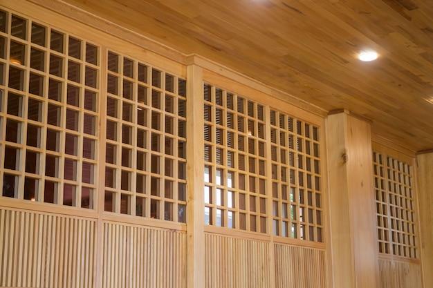 木造の大きな和風の家