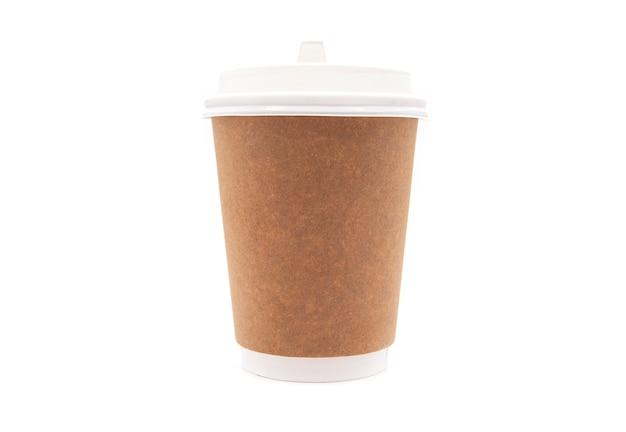 Коричневый бумажный стаканчик с пластиковой крышкой
