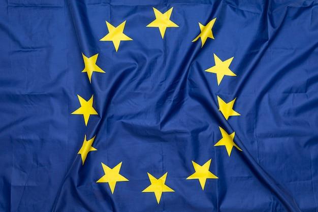 Натуральная ткань мятого флага ес или евросоюза