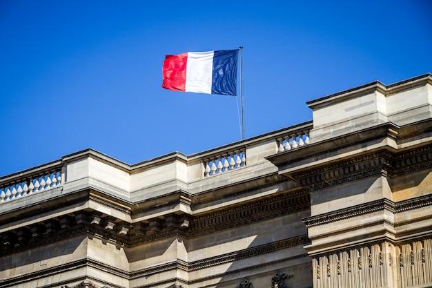 Французский флаг на пантеоне, париж