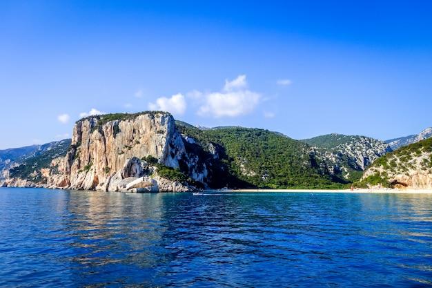 オロゼーイゴルフ、サルデーニャ、イタリアのカラルナビーチ