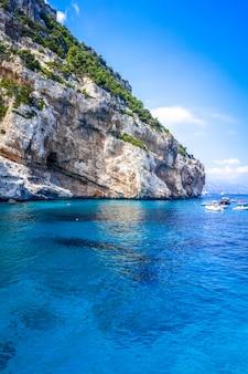 イタリア、サルデーニャ島、オロゼーイゴルフのカラマリオルビーチ