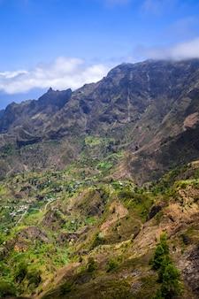 Пол долины пейзаж на острове санто-антао, кабо-верде, африка