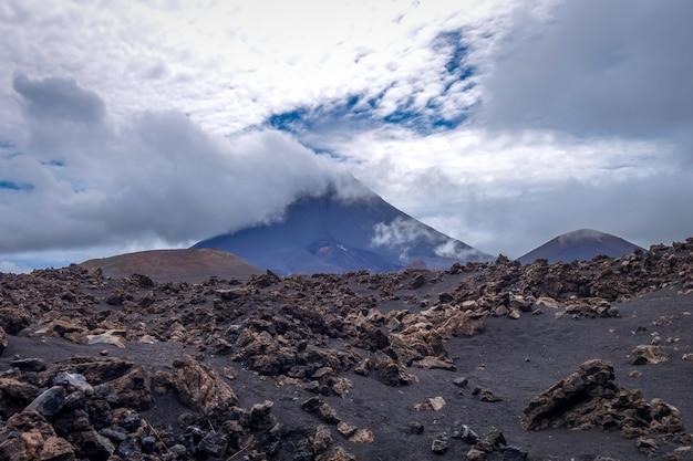 Вулкан пико-ду-фого в ча-дас-кальдейрас, кабо-верде