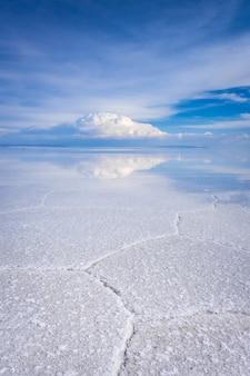 ウユニ塩白い干潟砂漠、アンデスアルティプラーノ、ボリビア