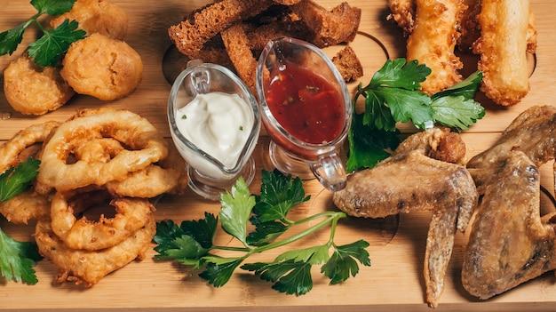 パン前菜とクラッカー