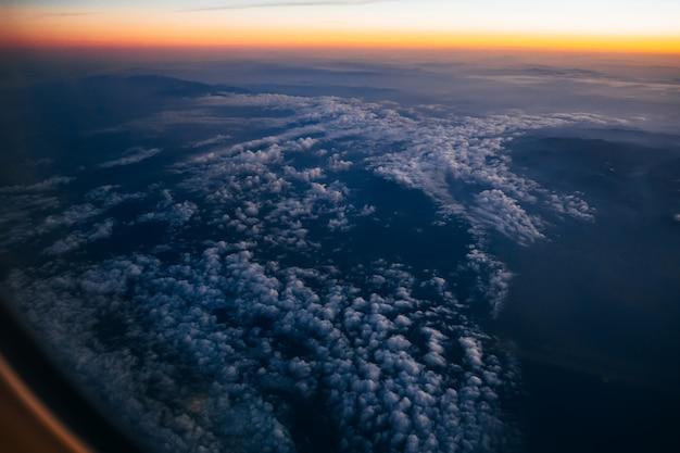 Вид сверху на облака и небо