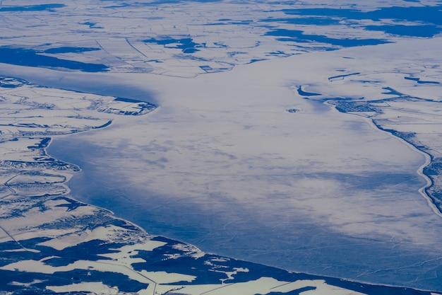 Аэрофотоснимок сибири, замерзший пейзаж