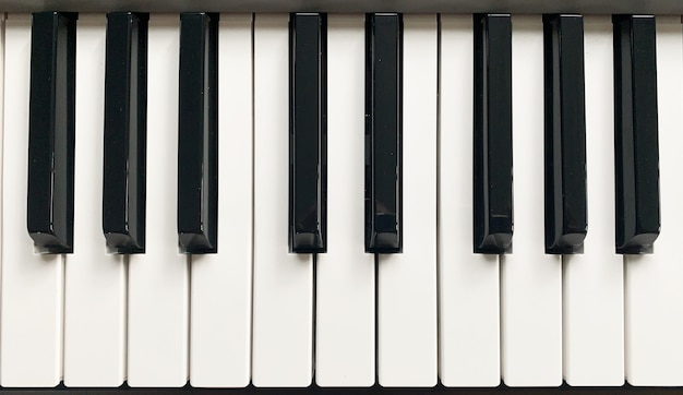 Клавиши синтезатора пианино
